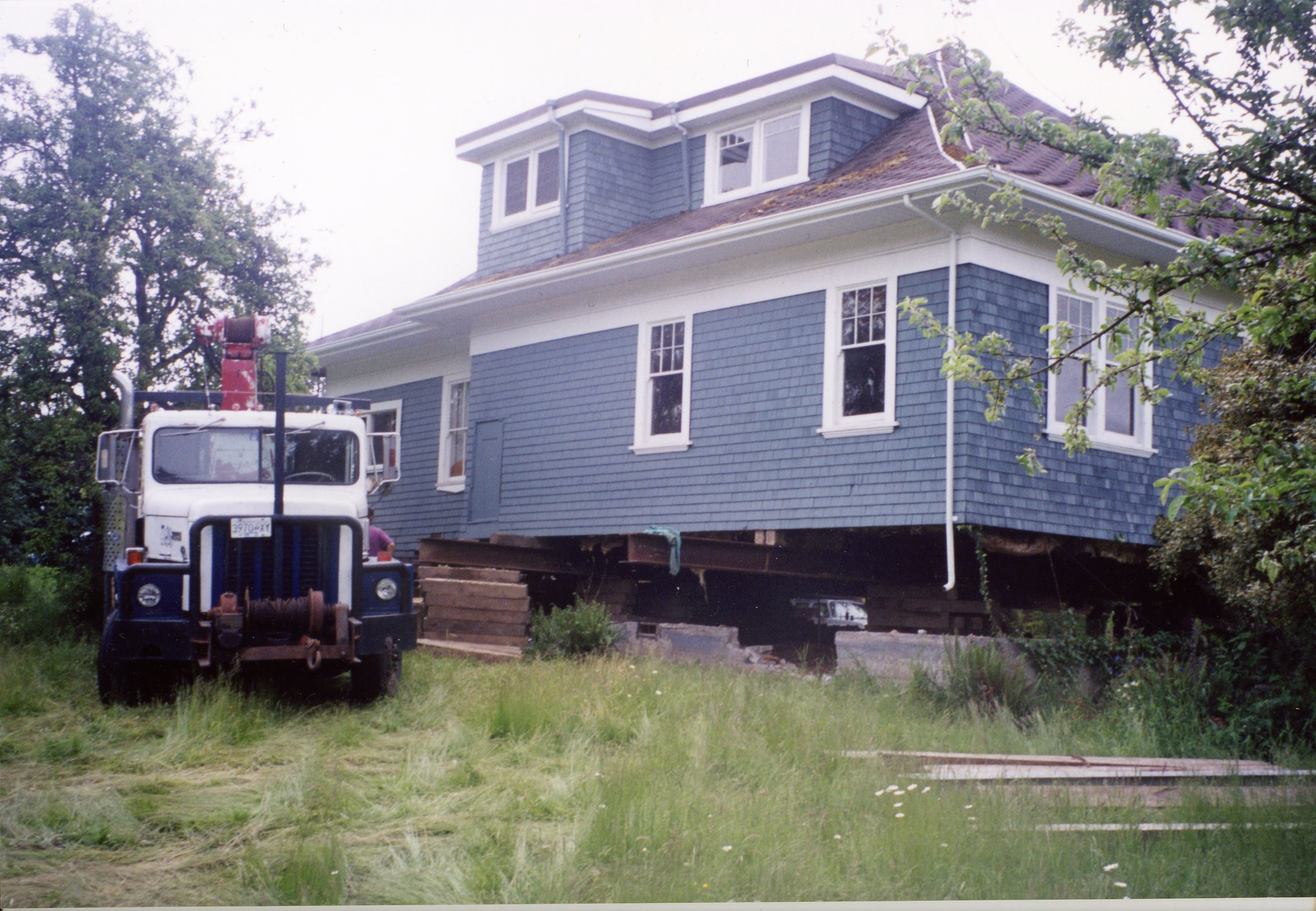 Large house eing moved by Belton Bros Duncan bc